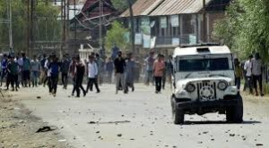 Locals clash with police over harassment of girl in Pulwama