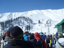 Gulmarg Snow school to train 300 skiers this season