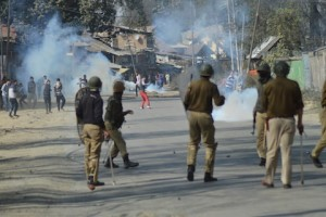 Violent clashes rock Hajin as local demand bodies of slain militants