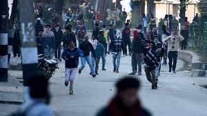 Students clash with police in Ganderbal; many injured