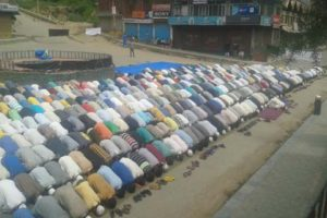 Amidst shutdown 'Azadi' slogans raised in Kishtwar; Zuhr prayers offered on road in Bandipora