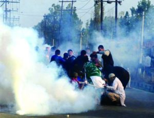 uneasy-calm-prevails-across-kashmir-future-of-ongoing-resistance-being-decided-on-tuesday
