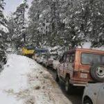 Kashmir Valley witnesses fresh Snowfall, Jammu-Srinagar highway Shut, Schools closed