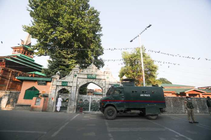 13 July 1931 Martyr's Day; Roads leading to venue sealed, Unionists forced to hold closed-door function to remember martyrs