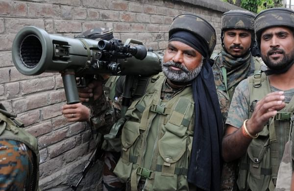 Post deadly attacks by unknown gunmen, GoI moves thousands of Kashmir migrants to secure locations